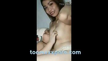 คลิปหลุดสาวแม่ลูกอ่อนตั้งกล้องถ่ายคลิปแก้ผ้าป้อนนมลูกนมใหญ่สวยเห็นแล้วจะขอดูดด้วยคน