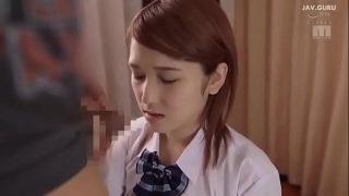 หนังโป๊ญี่ปุ่น นักเรียนสาวผมสั้นหุ่นดีหน้าอย่าสวยโดนหนุ่มใหญ่รุ่นพ่อโครตจะหื่นจับแก้ผ้าเย็ดหีตอนอยู่กันสองคน