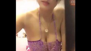 คลิปโป๊ เน็ทไอดอลสาวไทยหุ่นดีหน้าสวยนมใหญ่มากๆไลฟ์สดโชว์เสียวกลางดึกลงกลุ่มลับ