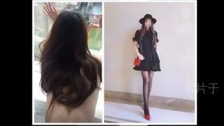 หนังxจีน พริตตี้สาวสวยหุ่นดีโครตๆยืนแก้ผ้าให้แฟนหนุ่มเย็ดหีท่าหมาที่ริมระเบียง