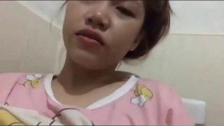 คลิปหลุด วัยรุ่นสาวไทยหน้าบ้านๆเงียนจัตั้งล้องถายคลิปแก้ผ้าช่วยตัวเองในห้องนอนกลางดึก