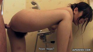 หนังxxxสาวน้อยสวยใสหน้าตาดีโครตๆโดนผัวบ้ากามตามเข้าไปเย็ดหีในห้องน้ำ