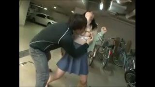 หนังเอวีเด็กนักเรียนสาวญี่ปุ่นผิวขาวสวยนมใหญ่โดนแฟนหนุ่มบ้ากามจับแก้ผ้าเย็ดหีในลานจอดรถ