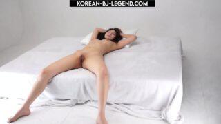 สาวเกาหลีหีขาวสวยไร้ขนนอนแก้ผ้าถ่ายแบบโป๊ในโรงแรมหุ่นแม่งน่าล่อสุดๆเลย