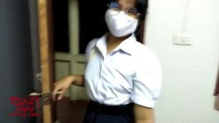 หลุดเด็กนักเรียนสาวไทยหน้าบ้านๆแต่หุ่นโครตเอ็กน่าล่อมากๆแอบโดดเรียนไปใหแฟนหนุ่มรุ่นพี่เย็ดหีถึงห้อง