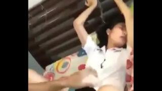 หลุดนักศึกษสาวไทยตัวเล็กๆผอมบางน่ารักโครตโดนแฟนหนุ่มพาไปเย็ดหีที่โรงแรมแบบไม่ต้องถอดชุดกันเลย