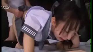 หนังxญี่ปุ่นลงแขกเด็กนักเรียนสาวคนสวยแต่หยิ่งสุดๆแบบนี้เลยโดนพวกรุ่นพี่หลอกไปให้หนุ่มๆลงแขกให้เข็ด