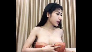 พริตตี้สาวไทยงานดีหน้าคมสวยมากๆไลฟ์สดโชว์เสียวให้หนุ่มๆดูกลางดึก